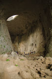 上升在Prohodna洞,保加利亚的洞 库存图片