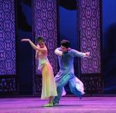 上升并且跳舞在舞蹈过去的戏曲沙湾事件一次愉快的心情这第三次行动  免版税库存照片