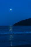 上升月亮在下午末期 库存照片