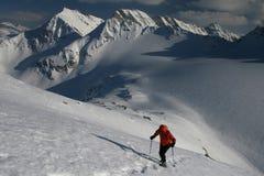 上升的山冬天 免版税库存照片