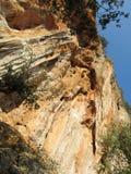 上升的岩石墙壁 库存图片