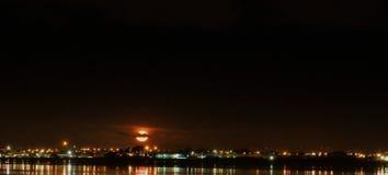 上升的月亮全景 免版税库存照片