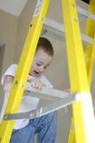 上升的梯子小孩 免版税库存照片