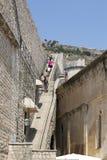 上升的楼梯对堡垒墙壁在杜布罗夫尼克,克罗地亚 库存图片