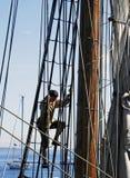 上升的索具水手船 库存照片