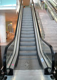 上升的自动扶梯  库存图片