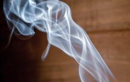 上升的香火烟 库存照片