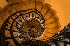 上升至大教堂圆顶的上面的楼梯在布达佩斯 免版税库存图片