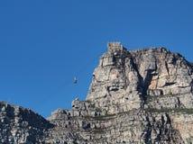 上升至桌山,开普敦,南非上面的缆车  图库摄影