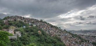 上升从地面, Estacio de的一根石金字塔型针 图库摄影