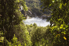 上升从Frying Pan湖的蒸汽云彩 免版税库存照片