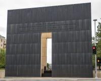 9:03上午端墙,俄克拉何马市纪念品伤感消息后面  免版税库存照片