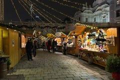 上午Hof圣诞节市场在维也纳,奥地利 免版税库存照片