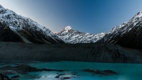 登上厨师、冰川、湖和岩石的看法 库存图片