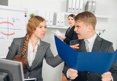 上司水平的看法叫喊对雇员 免版税图库摄影