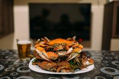 登上在碗的煮熟的青蟹 图库摄影