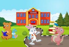 上学的愉快的动物动画片 免版税图库摄影
