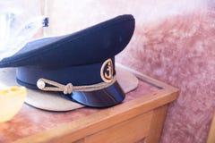 上尉在湖的` s盖帽 免版税库存图片