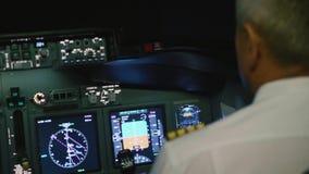 上尉是控制飞机,背面图 股票视频