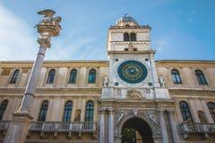 上尉的宫殿有XVI世纪的一座高钟楼的在帕多瓦意大利 免版税图库摄影