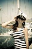 上尉盖帽的少妇 免版税图库摄影