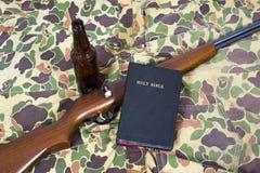上帝枪和胆量抽象背景 免版税库存图片