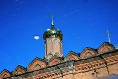 上帝的母亲的图勒加象的教会 抽象反映水 库存图片