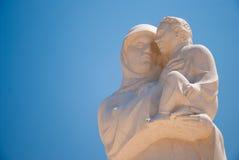 上帝的母亲雕象有孩子的耶稣在登陆Krka附近, Croa 免版税图库摄影