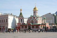 上帝,莫斯科的母亲的喀山象的看法红场的 免版税库存图片