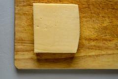 上木的干酪 库存照片