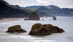 上流俯视海边俄勒冈太平洋沿海市 图库摄影