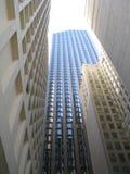 上流在城市 免版税图库摄影