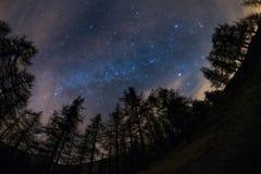 从上流观看的银河在阿尔卑斯 免版税库存图片