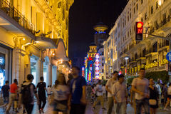 上海中国南京路购物街道在晚上 库存照片