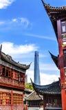 上海中国老和新的上海塔和豫园 库存照片
