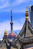 上海中国老和新的上海电视塔和豫园 库存照片