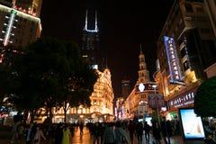 上海中国, 2017年11月:购物街道,南京路夜场面  免版税库存照片