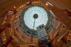 上海全球性港口商城屋顶  免版税库存图片