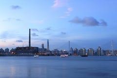 上海南浦大桥和黄浦江在晚上 库存照片