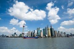 上海在蓝天下 免版税图库摄影