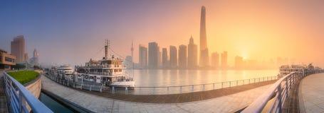 上海地平线日出视图与阳光的 免版税库存图片