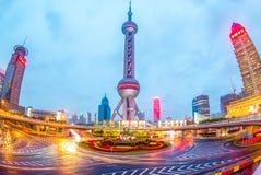 上海夜视图珍珠塔的 库存图片