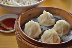 上海汤饺子 免版税库存图片