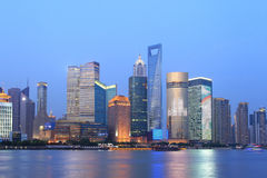 上海浦东lujiazui晚上场面 免版税库存照片