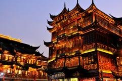 上海渔阳庭院在晚上 库存图片