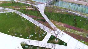 上海鱼城市绿色空间天花板航拍4K湖 股票视频