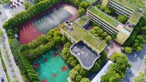 上海,中国现代中国学校郊区地区鸟瞰图  免版税库存图片