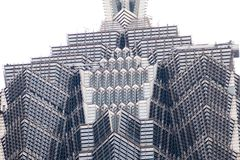上海,中国- 2018年1月15日:一个现代摩天大楼的门面的细节由玻璃和钢特写镜头制成 免版税库存图片