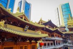 上海,中国- 2017年1月29日, :关闭美丽的寺庙大厦被找出的里面荆山`金黄屋顶一个寺庙 库存照片