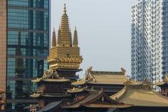 上海-金黄塔和屋顶 库存图片